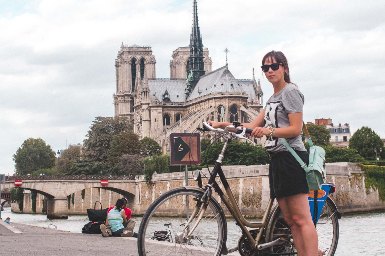 Fiets voor de Notre Dame