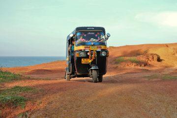 Tuk tuk dat door India rijdt