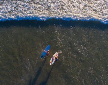 Surfers vanuit een Drone