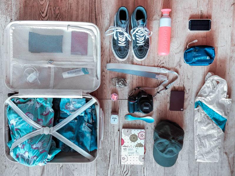 inpaklijst citytrip spullen op rijtje