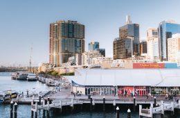 harbour van Sydney met uitzicht over de skyline