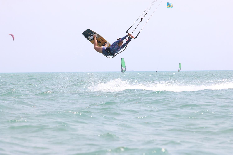 kiteboardster in de lucht