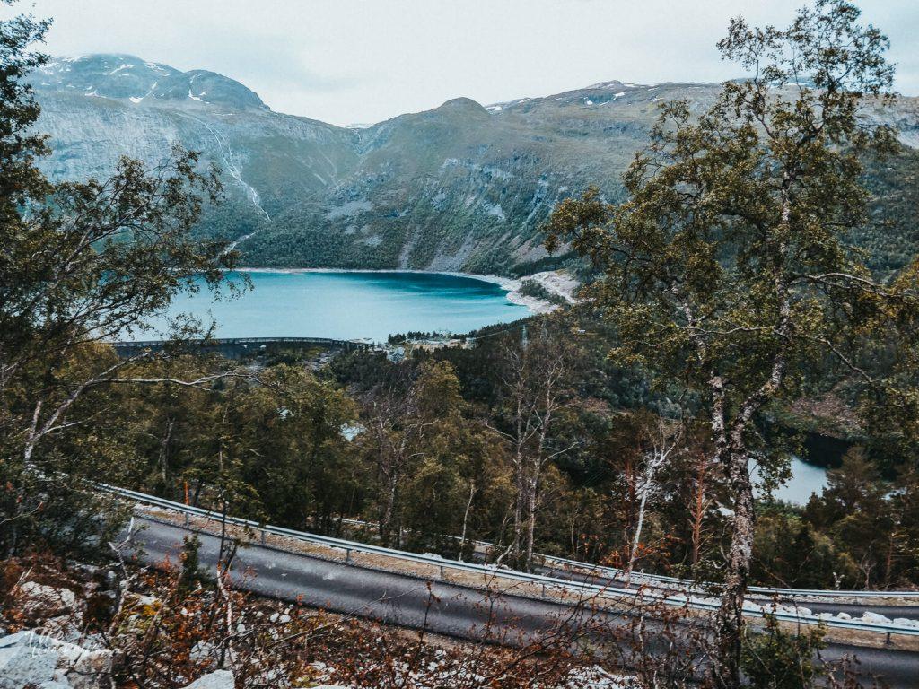 uitzicht over fjorden bij trolltunga